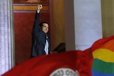 """Alexis Tsipras, líder del partido Syriza, luego de haber ganado las elecciones en Atenas, 25 enero, 2015. El líder izquierdista Alexis Tsipras aseguró el domingo que cinco años de austeridad, """"humillación y sufrimiento"""" impuestos a Grecia por sus acreedores internacionales habían llegado a su fin, después de que su partido Syriza ganó las elecciones anticipadas. REUTERS/Marko Djurica"""