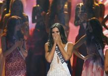 Miss Colombia, Paulina Vega, reacciona luego ser anunciada como ganadora del concurso Miss Universo en Miami, 25 eneor, 2015.  Un estudiante de negocios de 22 años de edad y modelo de Barranquilla, Colombia, fue nombrada Miss Universo el domingo en el concurso anual de belleza, superando a otras 87 concursantes de todo el mundo. REUTERS/Andrew Innerarity