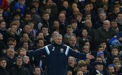 Mourinho gesticula durante jogo do Chelsea contra o Liverpool, em Londres. 27/01/2015.      REUTERS/Eddie Keogh