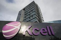Штаб-квартира KCell в Алма-Ате. 23 мая 2013 года. Чистая прибыль крупнейшего мобильного оператора Казахстана Kcell в 2014 году снизилась на 8,1 процента до 58,271 миллиарда тенге ($316 миллионов), сообщила компания в четверг. REUTERS/Shamil Zhumatov