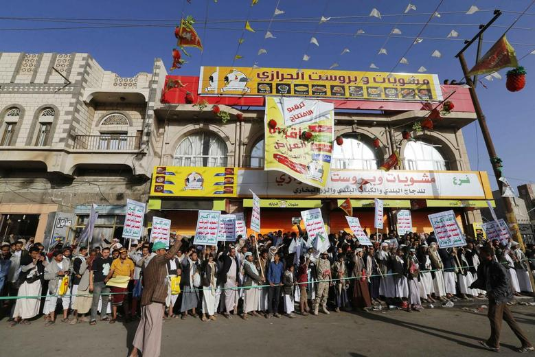Followers of the Houthi movement demonstrate to show support to the movement in Sanaa January 23, 2015.  REUTERS/Khaled Abdullah