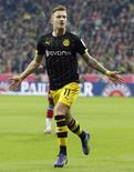 Reus, do Borussia Dortmund, comemora gol contra o Bayern de Munique. 01/11/2013  REUTERS/Michaela Rehle