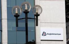 Fachada do prédio da Anglo American em Santiago. 24/01/2012 REUTERS/Victor Ruiz Caballero
