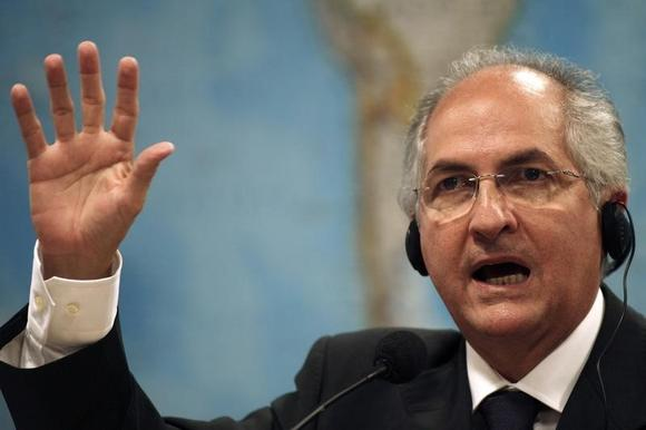 Caracas Mayor Antonio Ledezma talks during a hearing at the Brazilian Senate Foreign Relations Commission at the National Congress in Brasilia, Brazil October 27, 2009. REUTERS/Roberto Jayme
