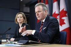 Bank of Canada Governor Stephen Poloz (R) speaks during a news conference with Senior Deputy Governor Carolyn Wilkins upon the release of the Monetary Policy Report in Ottawa January 21, 2015. REUTERS/Chris Wattie