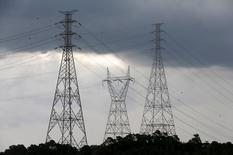 Linhas de transmissão de eletricidade em Diadema, na Grande São Paulo. 10/02/2015  REUTERS/Paulo Whitaker