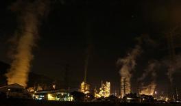 Refinaria da Petrobras em Cubatão. 24/2/2015 REUTERS/Paulo Whitaker