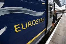 La Grande-Bretagne a vendu sa participation de 40% dans Eurostar pour 585 millions de livres (804 millions d'euros) à un consortium comprenant le fonds de pension canadien Caisse de dépôt de placement du Québec (CDQP) et le gérant d'actifs britannique Hermes. /Photo prise le 13 novembre 2014/REUTERS/Andrew Winning