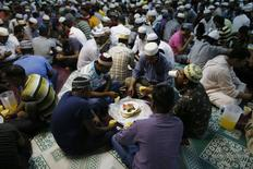 Devotees break fast on the first day of Ramadan at a mosque in Singapore in this June 29, 2014 file photo. REUTERS/Edgar Su/Files
