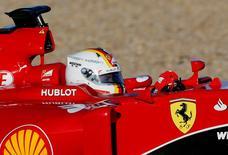 Piloto da Ferrari Sebastian Vettel em treino da pré-temporada da F1 em Jerez, na Espanha. 01/02/2015 REUTERS/Marcelo del Pozo