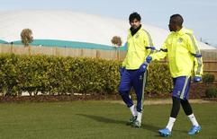 Diego Costa participa de treino do Chelsea junto com Ramires.  10/3/2015. REUTERS/John Sibley