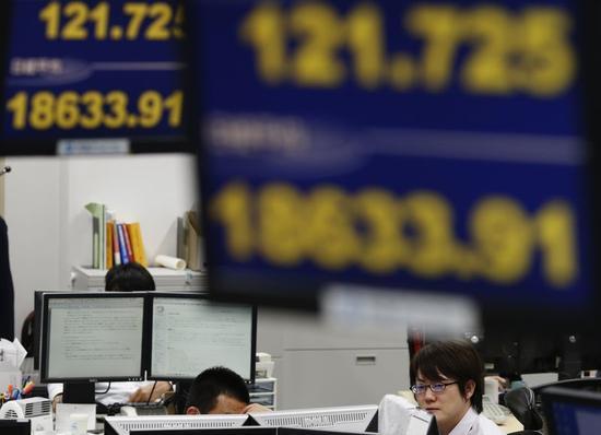 米株安と逆行する日本株高、「官製相場」や増益期待が下支え