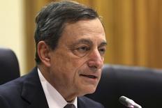 En la imagen, Draghi en una conferencia de prensa en Nicosia el 5 de marzo de 2015.  Las compras por parte del Banco Central Europeo (BCE) de bonos, entre los que hay deuda soberana, podría estar protegiendo a los países de la zona euro del contagio de lo que suceda en Grecia, dijo el miércoles el presidente del BCE. REUTERS/Yiannis Kourtoglou