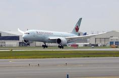 Air Canada's Boeing 787 Dreamliner arrives at Pearson International Airport in Toronto May 18, 2014. REUTERS/Aaron Harris