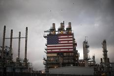 La production pétrolière américaine pourrait commencer à fléchir avant la fin de l'année en raison du bas niveau des prix, estime l'Organisation des pays exportateurs de pétrole (Opep) dans son rapport mensuel. /Photo prise le 10 octobre 2014/REUTERS/Lucy Nicholson