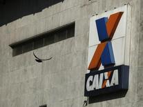 Logo de agência da Caixa no Rio de Janeiro.   20/10/2014 REUTERS/Pilar Olivares