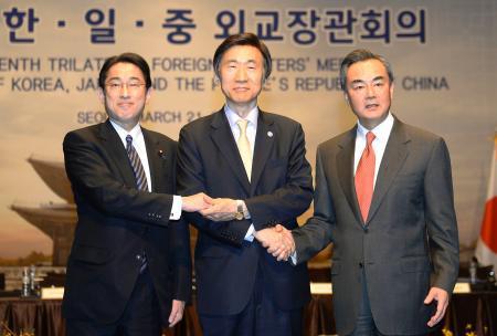 日中韓首脳会談の早期開催へ努力