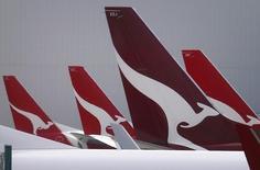 Les autorités de la concurrence australiennes pourraient rejeter le projet de coentreprise entre Qantas Airways et la compagnie aérienne chinoise China Eastern Airlines en raison d'inquiétudes sur la concurrence, suggère une première version de leur décision. /Photo prise le 26 février 2015/REUTERS/David Gray
