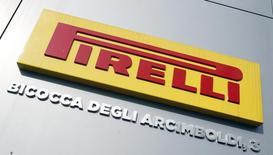 Логотип Pirelli. Милан, 18 марта 2014 года. Итальянский производитель шин Pirelli, которого покупает китайская China National Chemical Corp (ChemChina), не планирует выплачивать своим акционерам специальные дивиденды, сообщили Рейтер два источника. REUTERS/Alessandro Garofalo