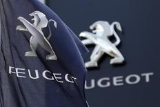 Dans une interview à Reuters, Yann Vincent, directeur industriel de PSA, explique que le constructeur a choisi l'usine de Trémery, en Moselle, pour accueillir une capacité supplémentaire de production de moteurs essence au lieu d'un site espagnol parce que l'équation économique a penché en faveur de la France.  /Photo d'archives/REUTERS/Charles Platiau