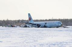 Crews work on the Airbus A320 that was flown as Air Canada Flight 624 which slid off a runway at the end of Halifax Stanfield Airport in Enfield, Nova Scotia, March 29, 2015. REUTERS/Mark Blinch