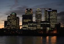 Финансовый квартал Лондона Кэнэри-Уорф. 7 ноября 2014 года. Ведущие европейские и американские банки сократили 59.000 рабочих мест в прошлом году в процессе реструктуризации и сокращения расходов, и ожидается, что их штат будет и дальше уменьшаться в Европе. REUTERS/Toby Melville