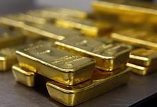 Слитки золота в хранилище Pro Aurum в Мюнхене. 3 марта 2014 года. Полиметалл рассмотрит возможность выплаты спецдивиденда в 2015 год, если найдет финансирование на гигантский проект Кызыл в Казахстане, сказал в понедельник гендиректор компании. REUTERS/Michael Dalder
