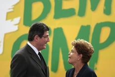 Ministro da Fazenda, Joaquim Levy, e presidente Dilma Rousseff em Brasília. 26/2/2015 REUTERS/Ueslei Marcelino