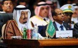 Rei Salman, da Arábia Saudita, durante uma cúpula árabe no Cairo. 28/03/2014 REUTERS/Stringer