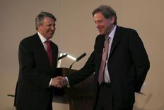 Ben van Beurden (L), chief executive officer of Royal Dutch Shell, shakes hand with Andrew Gould, chairman of the BG Group, during a news conference at the London Stock Exchange, April 8, 2015.  REUTERS/Stefan Wermuth