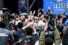 """Актер Вин Дизель на мероприятии, посвященном выходу """"Форсажа 7"""", в Пекине 26 марта 2015 года. """"Форсаж 7"""" продолжил лидировать в кинопрокате США и Канады, собрав за второй уикенд $60,6 миллиона. REUTERS/China Daily"""