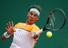 Rafael Nadal durante partida contra Lucas Pouille no Masters de Monte Carlo.   15/04/2015   REUTERS/Eric Gaillard