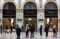 People stroll past Prada's fashion store in downtown Milan February 4, 2015. REUTERS/Stefano Rellandini