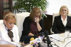 Autumn Burns, Janice Baker Kinney e Marcella Tatea concedem entrevista em Los Angeles. 23/04/2015. REUTERS/Jonathan Alcorn