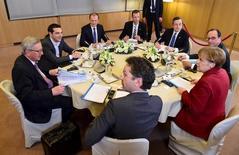 En esta imagen de archivo, de izq. a dcha. el presidente francés Francois Hollande, la canciller alemana Angela Merkel, el presidente del Eurogrupo Jeroen Dijsselbloem, el presidente de la Comisión Europea Jean Claude Juncker, el primer ministro griego Alexis Tsipras, el presidente del Consejo Europeo Donald Tusk, el secretario general del Consejo Europeo Uwe Corsepius y el presidente del BCE Mario Draghi en una cumbre en Bruselas el 19 de marzo de 2015. Grecia aún necesita entregar una lista de reformas para recibir financiamiento, dijo el viernes el presidente de los ministros de Finanzas de la zona euro, Jeroen Dijsselbloem, que agregó que Atenas necesita acelerar el ritmo de trabajo. REUTERS/Emmanuel Dunand/Pool