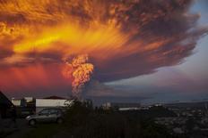 Vulcã Calbuco em Puerto Montt. 22/4/2015 REUTERS/Sergio Candia