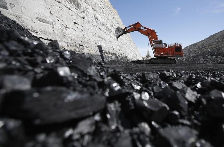 Coal is excavated at the Jim Bridger Mine, outside Point of the Rocks, Wyoming March 14, 2014.   REUTERS/Jim Urquhart