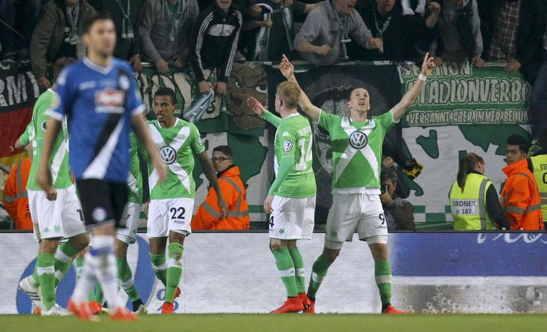 VfL Wolfsburg's Luiz Gustavo, Kevin De Bruyne and Ivan Perisic (L-R) celebrate after scoring a goal against Arminia Bielefeld during their German Cup (DFB Pokal) semi-final soccer match in Bielefeld, Germany April 29, 2015. REUTERS/Ina Fassbender.