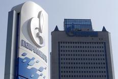 АЗС Газпромнефти у штаб-квартиры Газпрома в Москве. 12 сентября 2014 года. Газпром увеличил экспорт газа в страны Евросоюза и Турцию в апреле 2015 года на 5,6 процента относительно соответствующего периода 2014 года - до 13,5 миллиарда кубометров с 12,78 миллиарда кубометров, следует из статистики Газпромэкспорта. REUTERS/Sergei Karpukhin