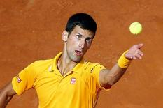 Tenista sérvio Novak Djokovic durante partida contra o espanhol Nicolas Almagro no Masters de Roma. 12/05/2015 REUTERS/Tony Gentile