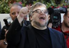 Diretor Guillermo del Toro chega para Festival de Cannes. 13/5/2015.      REUTERS/Regis Duvignau