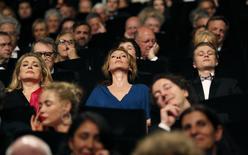 """La actriz Catherine Deneuve, la directora Emmanuelle Bercot y el actor Rod Paradot, miembros del reparto de la película """"La tete haute"""", asisten a la ceremonia de apertura del sexagésimo octavo Festival de Cannes, en Cannes, Francia, 13 de mayo de 2015. En """"Mad Max: Fury Road"""", el personaje de Charlize Theron Imperator Furiosa tiene casi el mismo nivel de presencia que Tom Hardy, quien interpreta al guerrero del título, pero la actriz sudafricana dijo que eso no sucede con frecuencia en una industria dominada por hombres. REUTERS/Regis Duvignau"""
