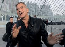 """Ator George Clooney na Cidade das Artes e das Ciências, em Valência, na Espanha, antes da estreia do filme """"Tomorrowland"""". 19/05/2015 REUTERS/Heino Kalis"""
