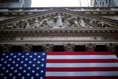 La Bourse de New York a ouvert vendredi en ordre dispersé après la publication de données suggérant une légère accentuation des pressions inflationnistes en avril aux Etats-Unis et dans l'attente d'un discours de Janet Yellen. Quelques minutes après le début des échanges, l'indice Dow Jones perd 0,08%, à 18.271,82 points. Le Standard & Poor's 500, plus large, recule de 0,07% à 2.129,42 points mais le Nasdaq Composite prend 0,13% à 5.097,65 points. /Photo d'archives/REUTERS/Eric Thayer