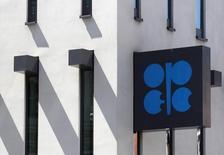 El logo de la OPEP en su sede de Viena el 10 de junio de 2014. No se espera que la OPEP reduzca la producción de petróleo en su reunión de junio y el encuentro sería breve, dijo el jueves una fuente no identificada del grupo según citas reproducidas por el diario saudí Al Hayat. REUTERS/Heinz-Peter Bader