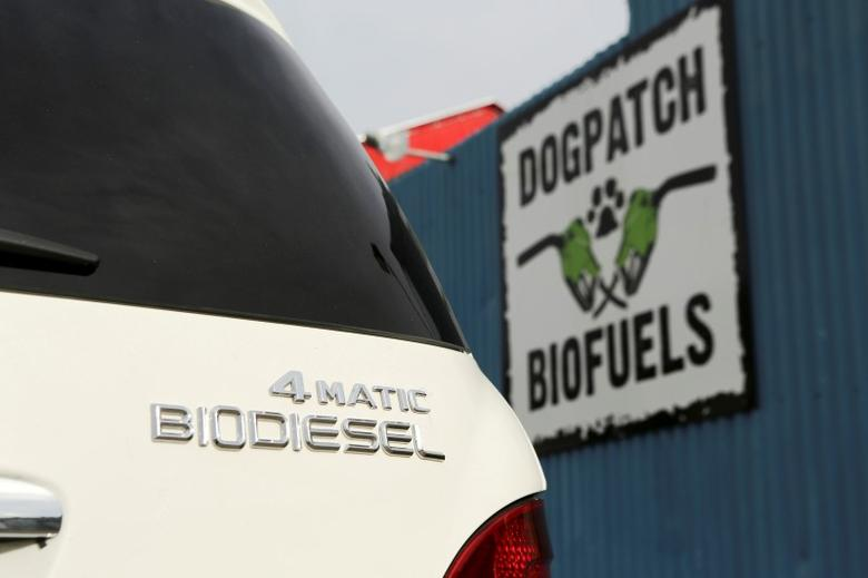A biodiesel vehicle is seen at Dogpatch Biofuels filling station in San Francisco, California January 8, 2015. REUTERS/Robert Galbraith