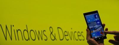 La nouvelle version du système d'exploitation Windows de Microsoft, baptisée Windows 10, sera disponible à partir du 29 juillet dans 190 pays et la mise à jour sera proposée gratuitement à certains utilisateurs.  /Photo d'archives/REUTERS/Morris Mac Matzen