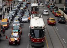 Taxi drivers park their cars three-deep on Queen Street West outside city hall during a protest against car-sharing service Uber in Toronto, Ontario June 1, 2015. REUTERS/Chris Helgren