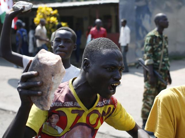 A protester gestures with a stone during a protest against President Pierre Nkurunziza's decision to run for a third term in Bujumbura, Burundi, May 29, 2015. REUTERS/Goran Tomasevic