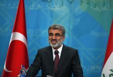 Министр энергетики Турции Танер Йылдыз на пресс-конференции в Багдаде. 18 января 2015 года. Газпром, вероятно, начнет строительство газопровода в Турцию до конца июня, сказал Рейтер министр энергетики Турции Танер Йылдыз. REUTERS/Ahmed Saad
